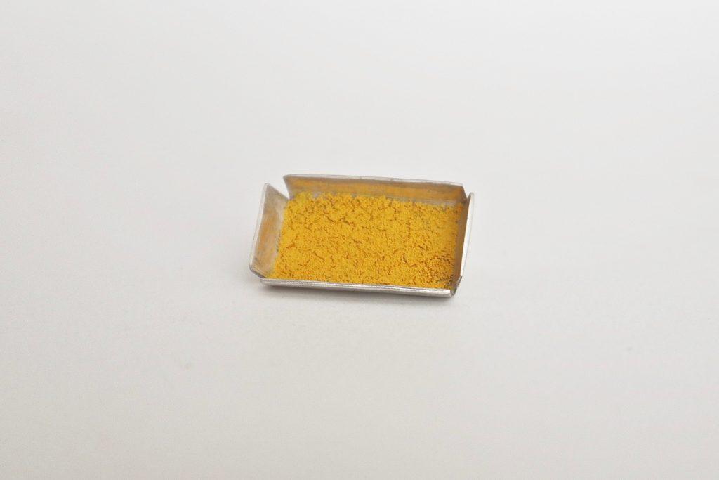 Broche-Claire-Lavendhomme,-argent-et pigment,-photo-Claire Lavendhomme